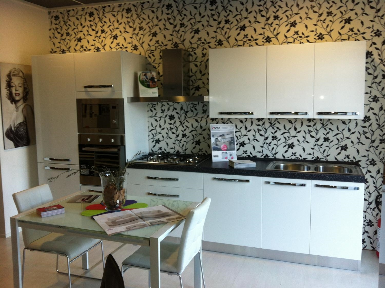 Cucina bianca laccata lucida ar due scontata del 36 - Cucina laccata bianca ...