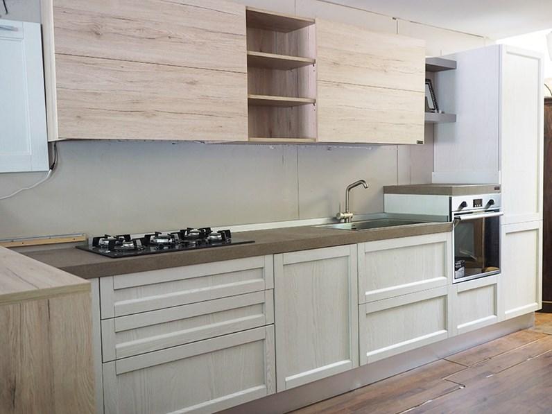 Cucina legno white con penisola movibile prezzo outlet in for Cucine con isola centrale outlet
