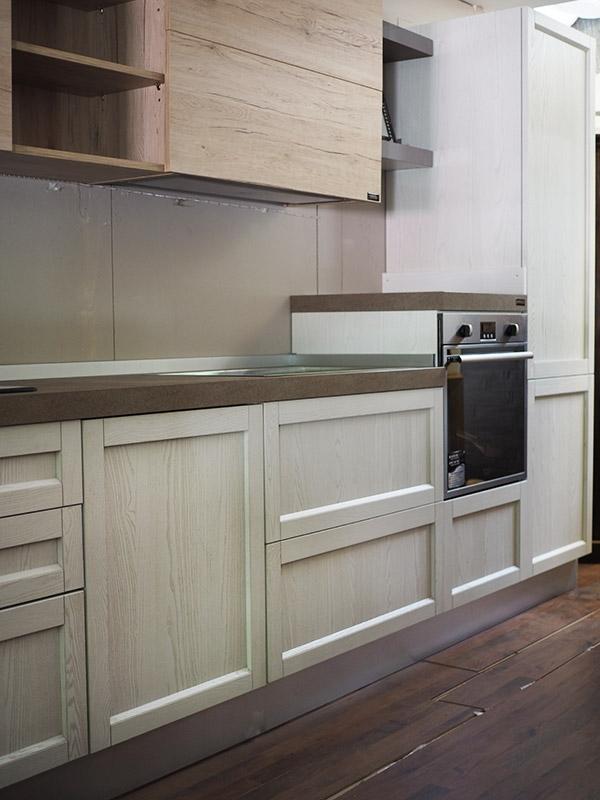 Cucina legno white con penisola movibile prezzo outlet in - Cucine in legno prezzi ...