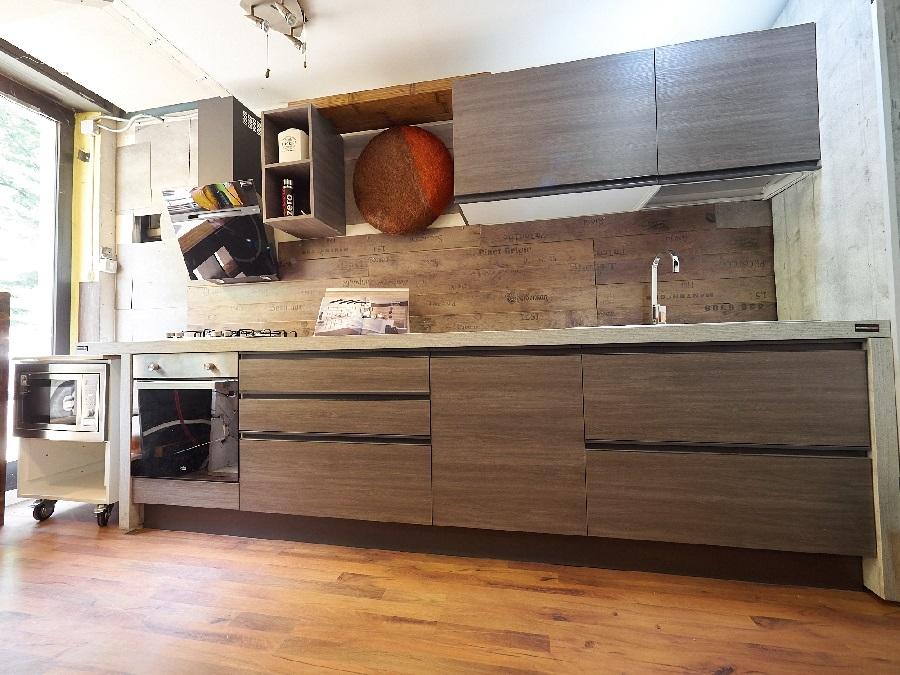 Cucina line grigio maniglia gola titanio brown in offerta - Cucine etniche arredamento ...