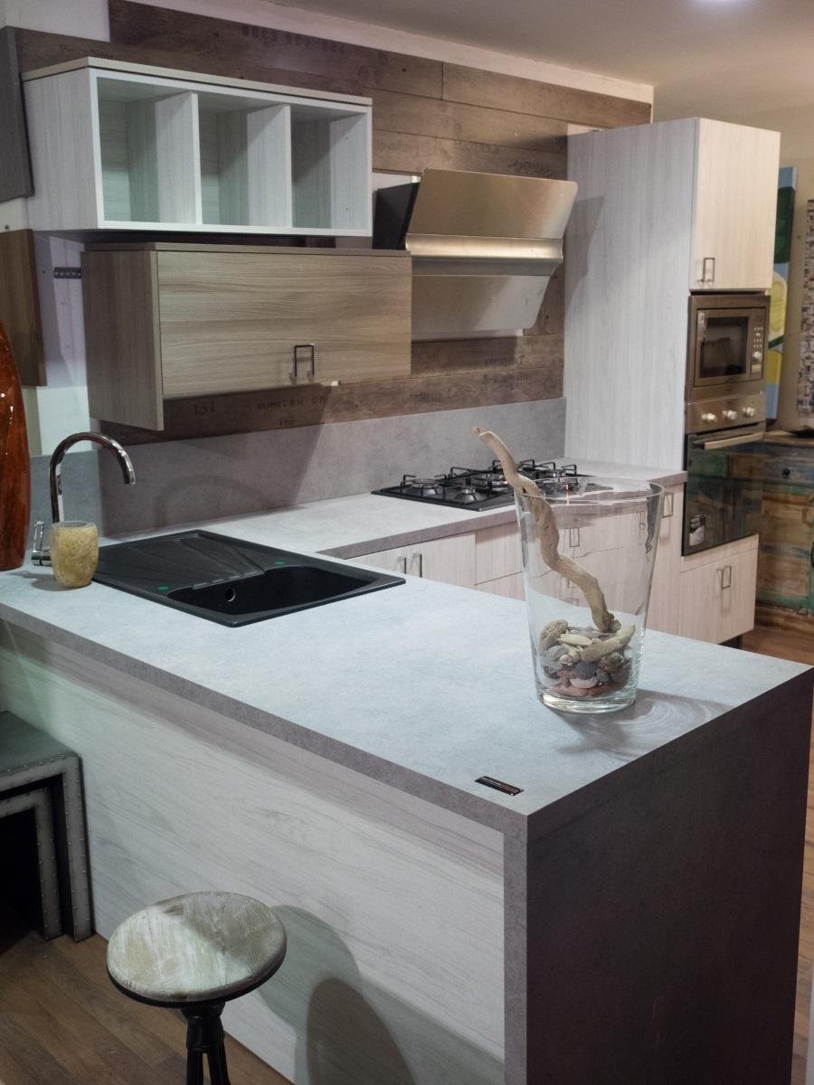 cucina linea wood moderna con penisola anta white grey in offerta con elettro...