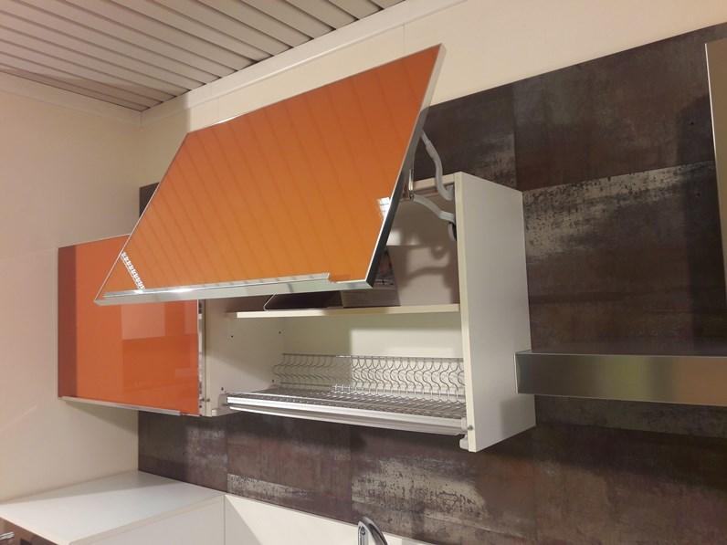 Cucina lineare in laminato bianco lucido e pensili in for Modelli sedie cucina