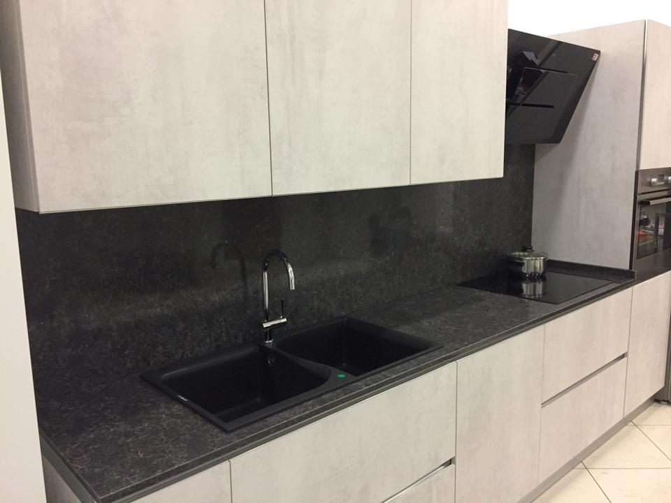 Cucina lineare astra cucine effetto cemento piano quarzo - Piani cucina cemento ...