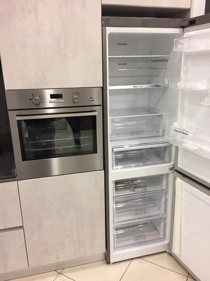 Cucina lineare Astra cucine effetto cemento piano quarzo con elettrodomestici...