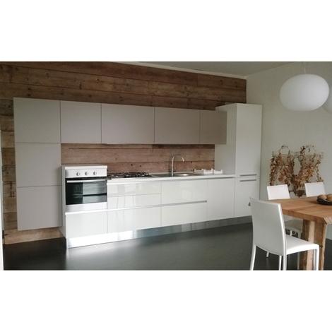 Cucina lineare bianca con gola cucine a prezzi scontati for Cucina legno bianco