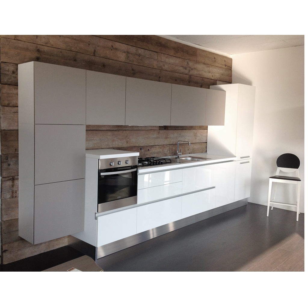 Cucina lineare bianca con gola - Cucine a prezzi scontati