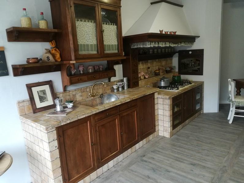 Cucina lineare classica doralice marchi cucine in noce for Cucine di marca