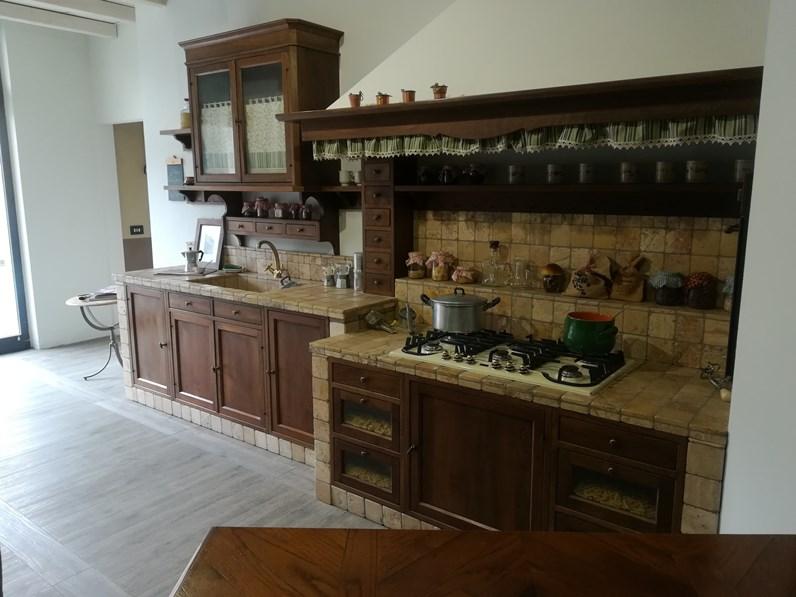 Cucina lineare classica doralice marchi cucine in noce nazionale a prezzo scontato - Marche cucine a gas ...