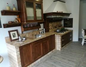 Cucina lineare classica Doralice Marchi cucine in noce nazionale a prezzo scontato