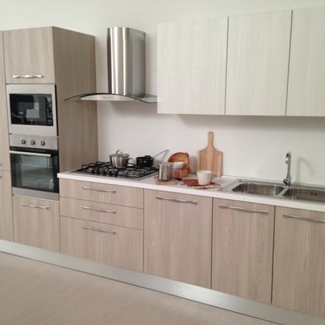 Cucina lineare completa di elettrodomestici rex 19892 - Disposizione elettrodomestici cucina ...