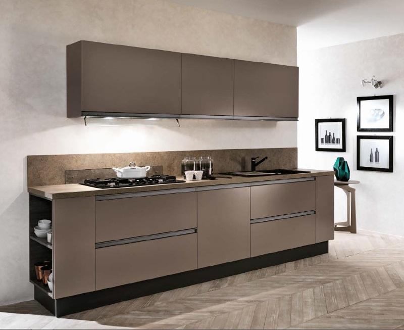 cucina lineare con colonne frigo e forno laccata opaca bronzo con gola - Cucine a prezzi scontati