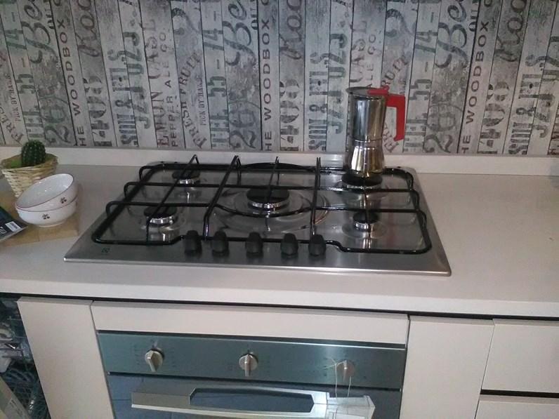 Cucina lineare con piano quarzo sconto outlet - Piano cucina quarzo ...
