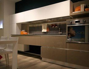 Cucina lineare design Brava laccata Lube cucine a prezzo scontato