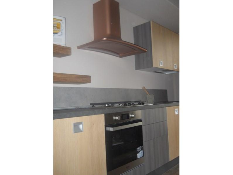 cucina lineare essenza legno e grigia in offerta outlet nuovimondi