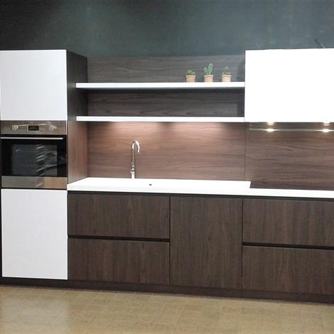 Cucina lineare finitura olmo dark e laccata bianca lucida - Cucina bianca laccata lucida ...
