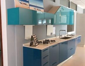 Cucina lineare in laccato lucido azzurra Alicante a prezzo scontato