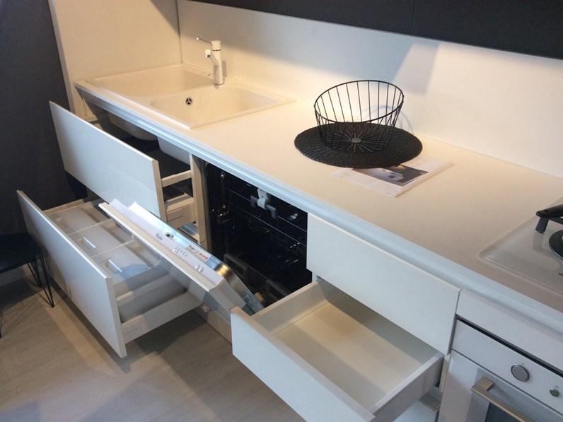 Cucina lineare in laccato lucido bianca ali a prezzo scontato - Cucina qualita prezzo ...