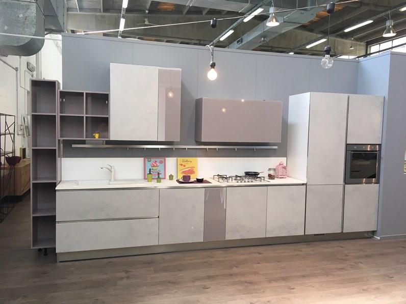 Cucine Bianco Grigio : Cucina lineare in laccato lucido bianco grigio chiaro rosa antico