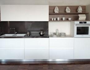 Cucina lineare in laccato opaco bianca Pessina a prezzo ribassato