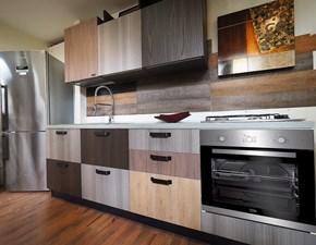 Cucina lineare in laminato materico altri colori Cucina multicolor vintage in offerta con frigo freestanding a prezzo ribassato