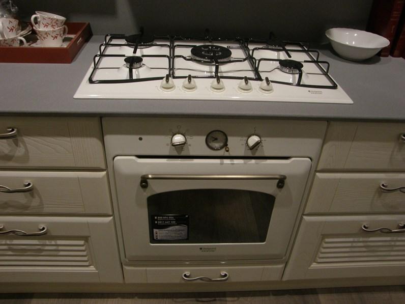Cucina lineare in legno bianca Veronica a prezzo ribassato