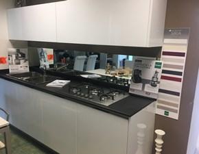 Cucina lineare in polimerico lucido bianca Poli a prezzo scontato