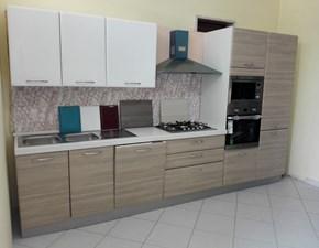 Cucina lineare in stile moderno con 5 elettrodomestici inclusi scontata