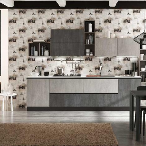 cucina lineare industriale con colonne grigio cemento in offerta ...