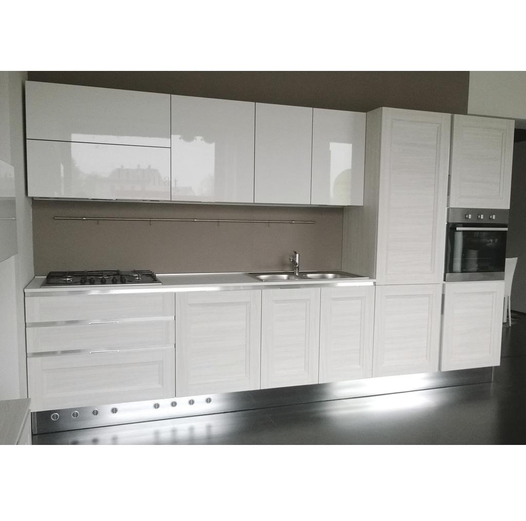 Cucine moderne lineari great metri di cucina colonne rex for Offerte cucine lineari