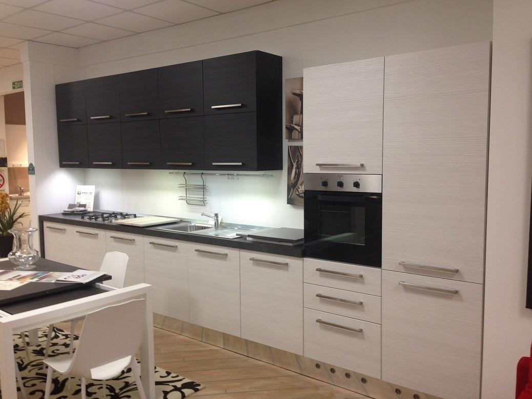 Cucina lineare modello vela polimerico opaco cucine a - Preventivo cucina scavolini ...