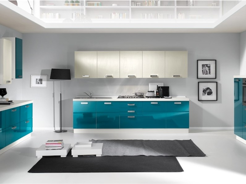 Cucina lineare moderna chiara vari colori artigianale a for Cucina moderna giornale