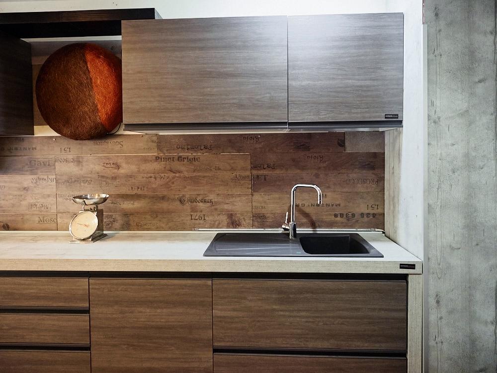 Cucina lineare moderna gola grigia e brown completa di - Cucina in offerta ...