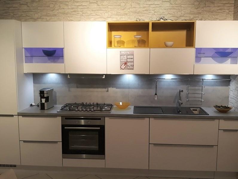 Cucina lineare moderna laser nobilia sottocosto for Cucine sottocosto
