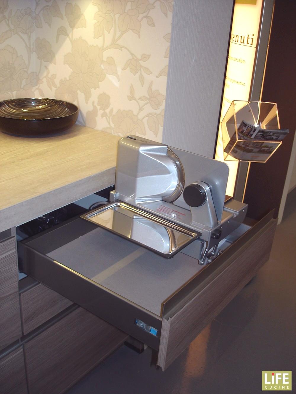 Cucina lineare moderna LiFE su 2 pareti scontata del 40 - Cucine a prezzi scontati