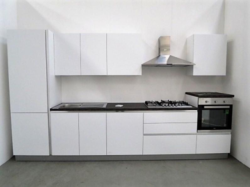 Cucina lineare moderna lineare con 4 elettrodomestici in for Cucina lineare offerta