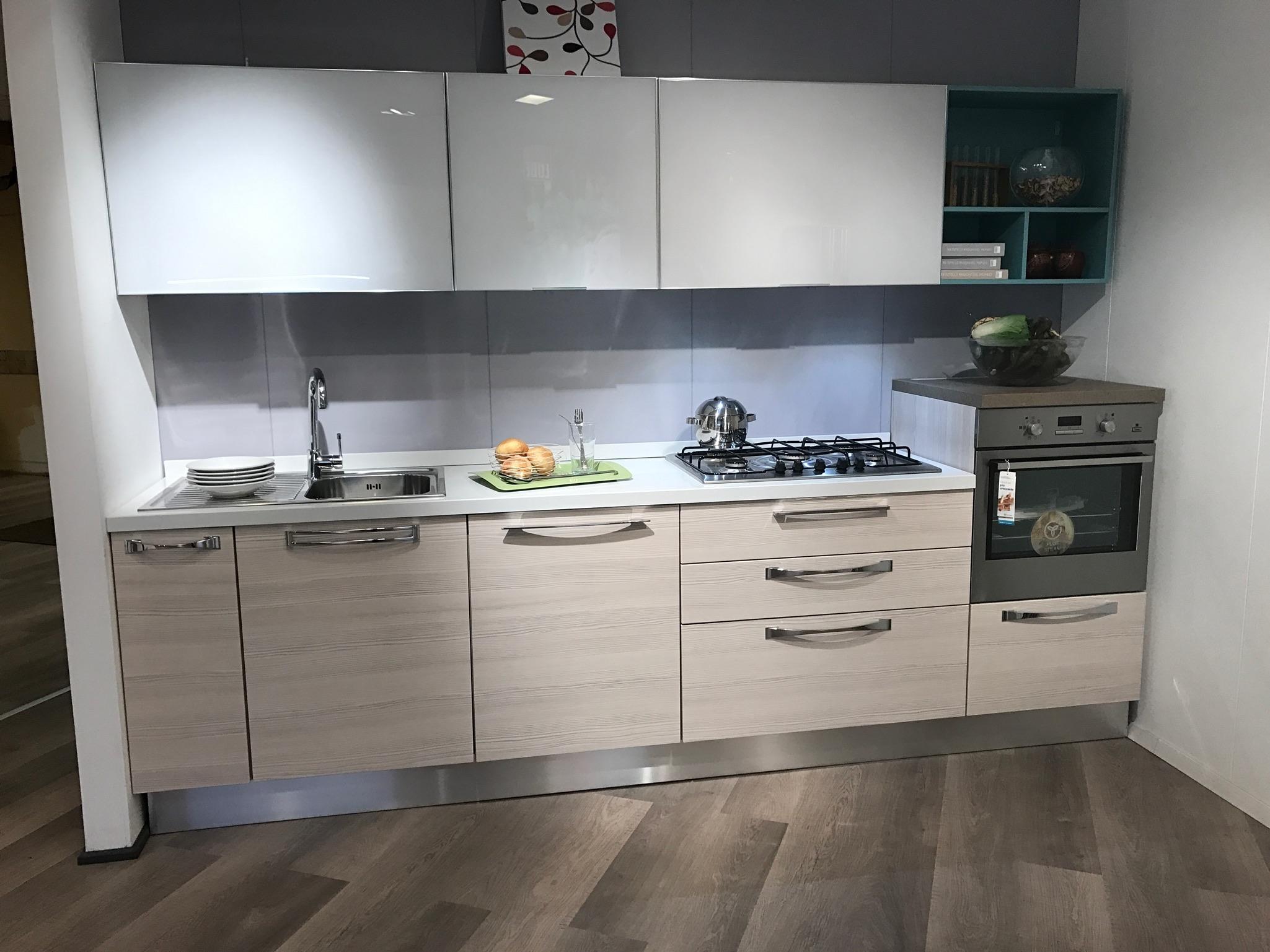 Cucina lineare moderna lube martina offerta cucine a for Cucine in offerta prezzi