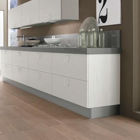 Cucina lineare moderna maniglia cromata offerta for Cucina 4 metri lineari prezzi