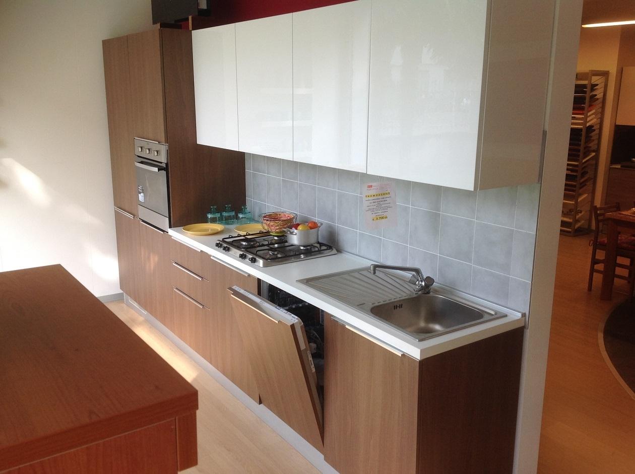Cucina lineare mt noce canaletto bianco lucido - Cucine 3 metri scavolini ...