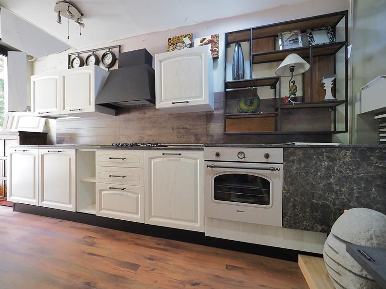 Cucina lineare provenzale Cuina vintage shabby in legno Nuovi mondi ...