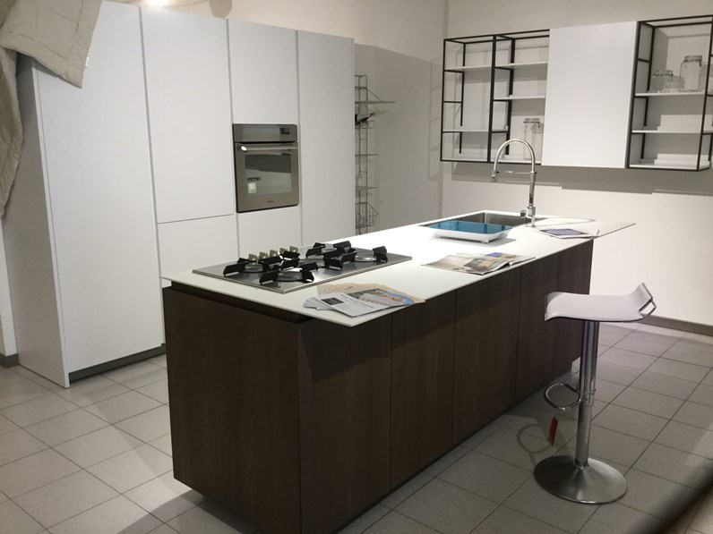 Cucina logica 2 2 forty5 design bianca ad isola valdesign cucine - Cucine valdesign ...