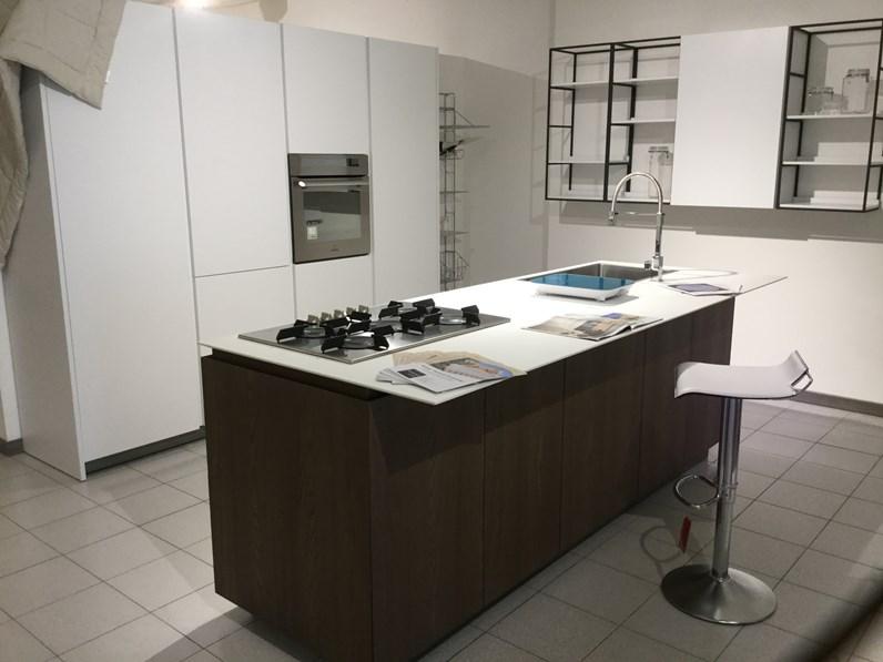 Cucina logica 2 2 forty5 design bianca ad isola valdesign cucine - Dimensioni isola cucina ...