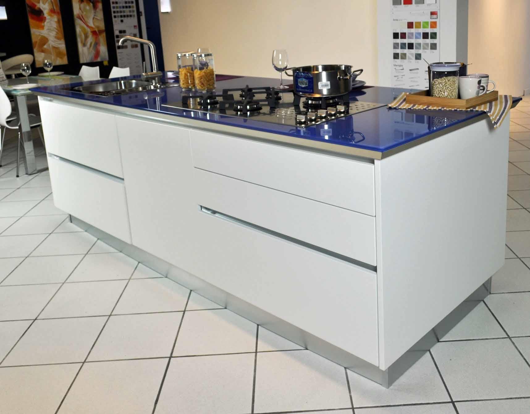 Cucina lube brava ad isola completa di elettrodomestici in - Cucine moderne con isola lube ...