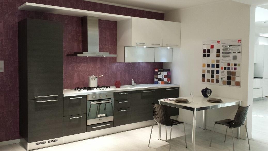 Cucine Lube Modello Alessia : Cucina lineare lube scontata del cucine a prezzi
