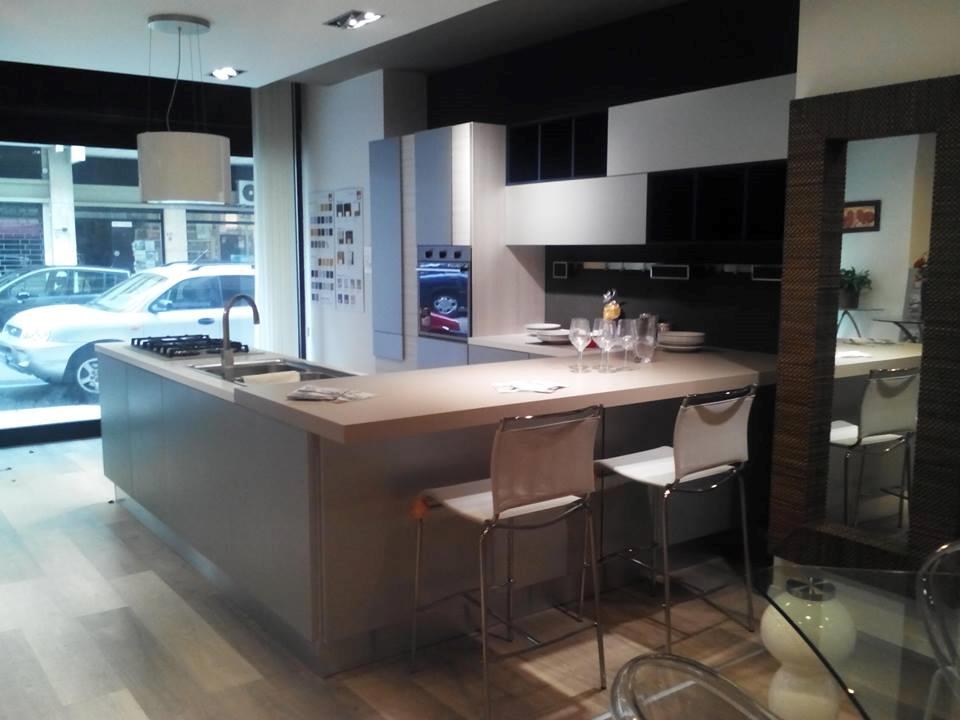 Cucina Lube Creativa Prezzo ~ Idee Creative su Design Per La Casa e ...