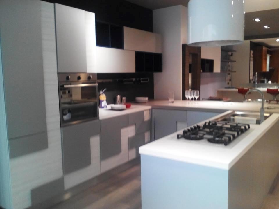 Cucina Lube Creativa Prezzo ~ Idee Creative su Design Per La Casa ...