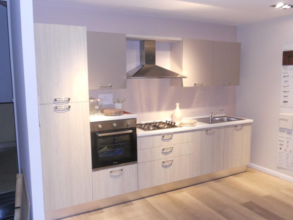 Cucina lube cucine gayla laminato opaco cucine a prezzi for Cucine in offerta