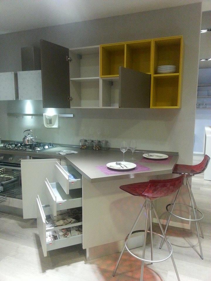 Cucina Lube Linda ~ Idea del Concetto di Interior Design, Mobili e ...