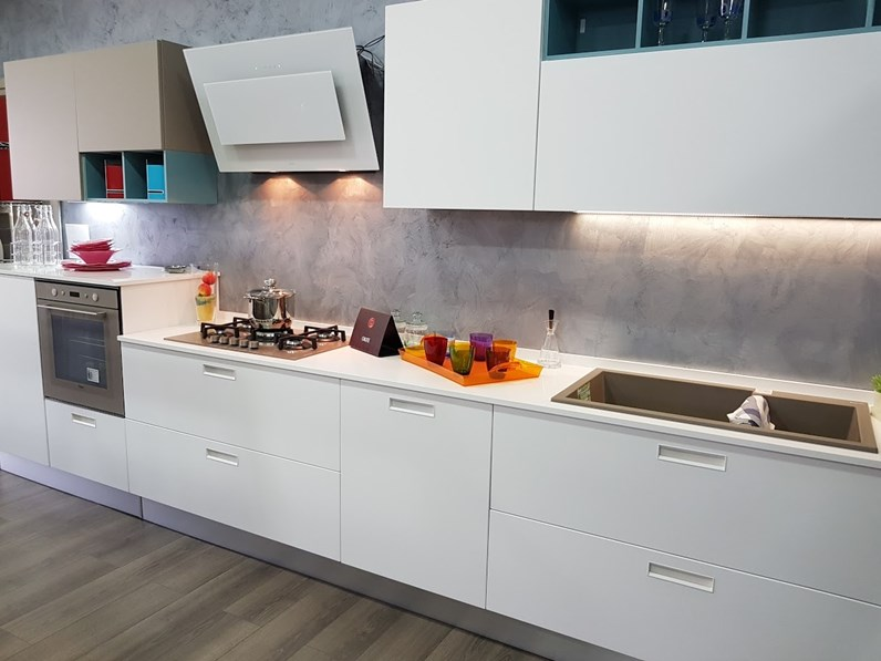 Cucina Lube cucine moderna lineare bianca in polimerico opaco Swing