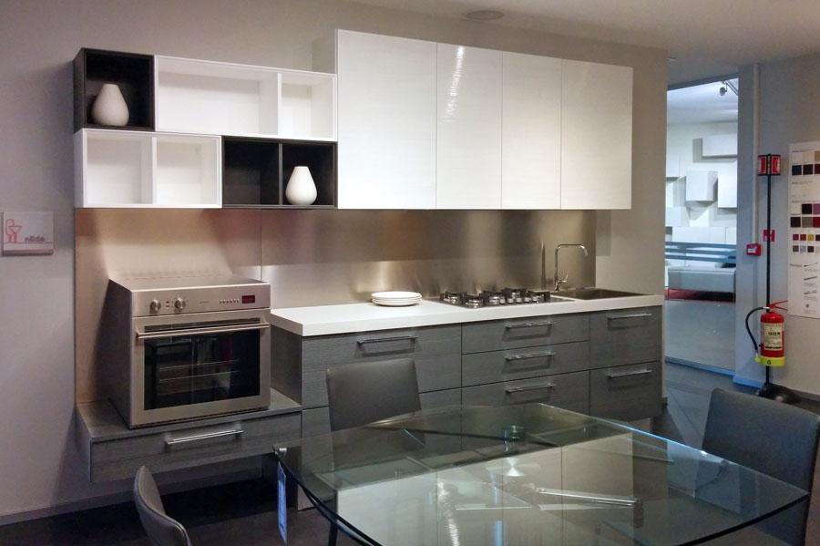 Finestra tra cucina e soggiorno idee per il design della - Prezzi cucine lube moderne ...