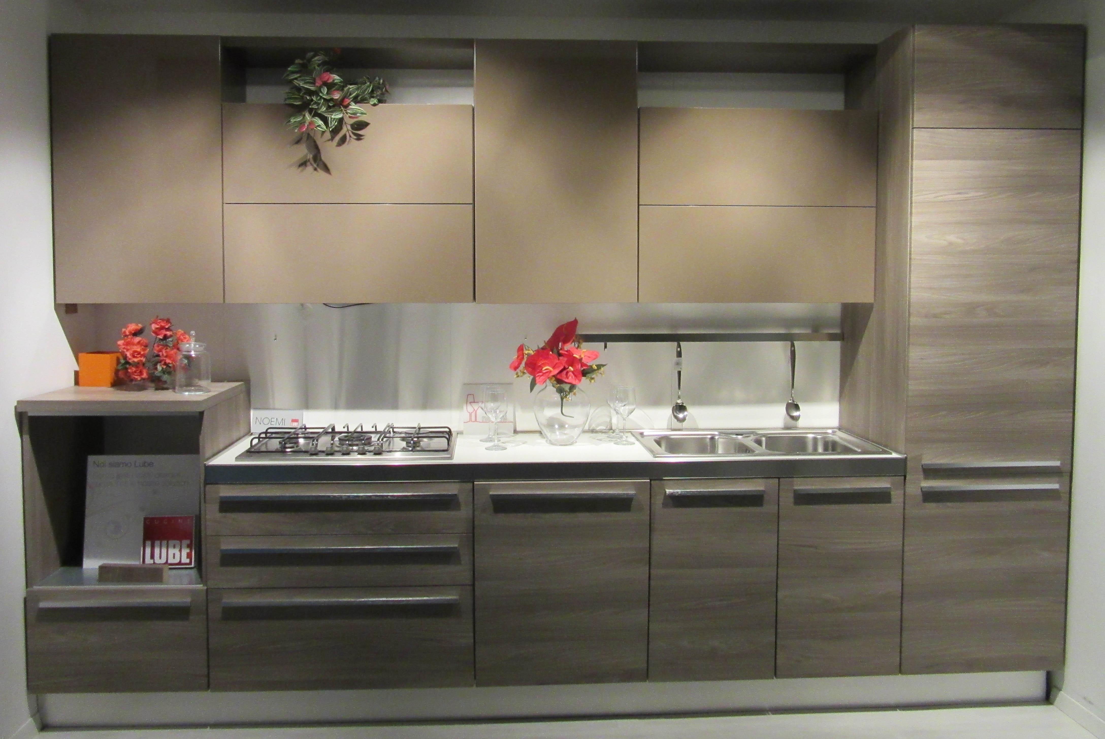 Da sala piccola pranzo ispirazioni - Altezza pensili cucina da top ...